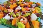 Салат с креветками и гранатом