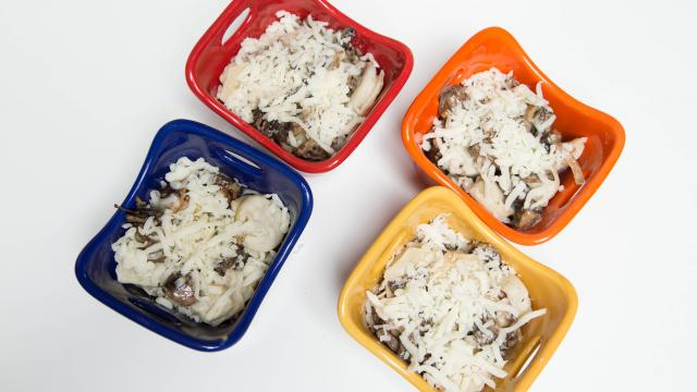 Запеканка из пельменей с сыром и грибами - фото шаг 7