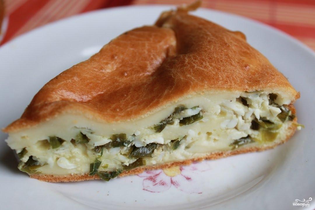 Заливной пирог с капустой и зеленым луком на кефире рецепт