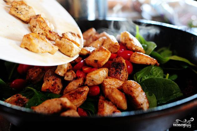 Паста с курицей, помидорами и шпинатом - фото шаг 5