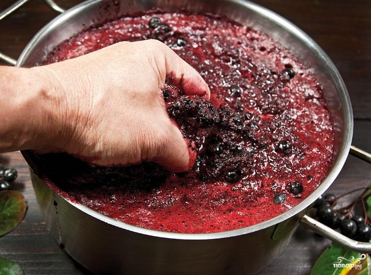Рецепт Вино из черной рябины