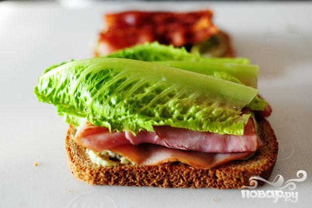 Сэндвич с беконом, ветчиной и индейкой - фото шаг 2