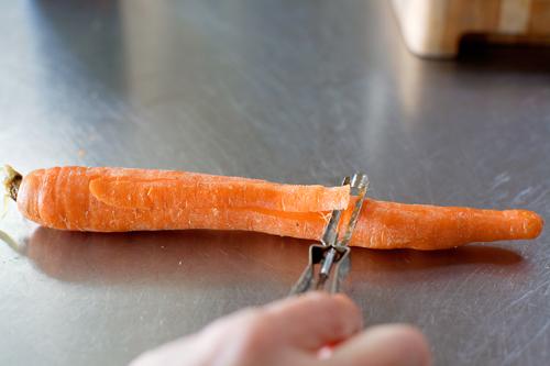 Молодая морковь, жаренная в карамели - фото шаг 1