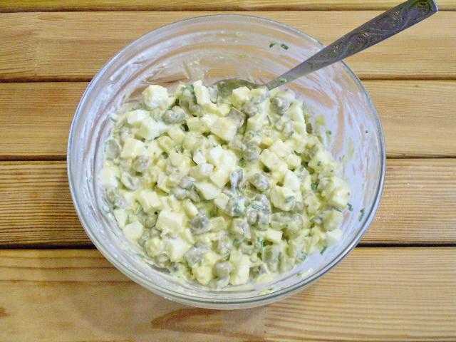 Салат с огурцами и сыром - фото шаг 7