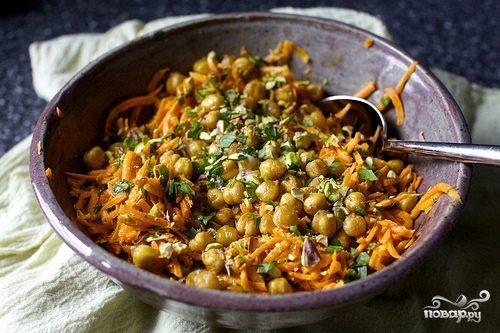 Морковный салат с нутом