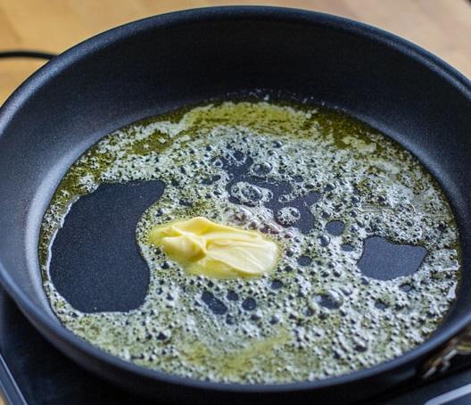Рецепт Тушеная курица в сметанном соусе