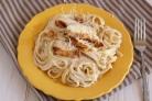 Спагетти с курицей в сливочном соусе