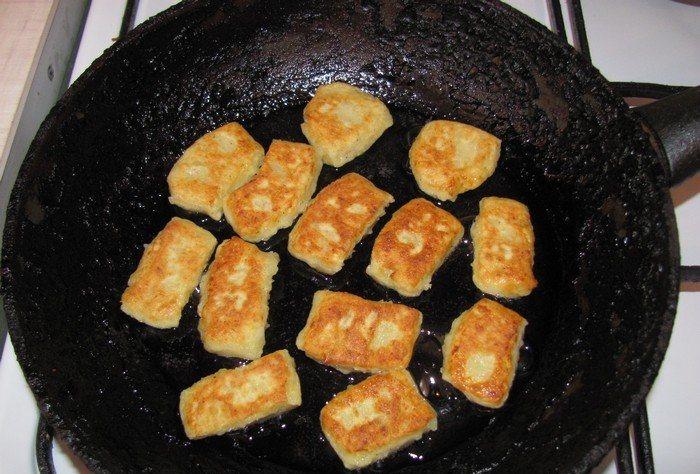 Пампушки на сковороде с чесноком рецепт с фото пошагово