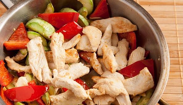 Горячий салат с курицей - фото шаг 7