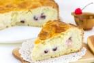 Баскский пирог с вишней и заварным кремом
