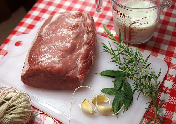 Рецепт Свинина в молоке по-домашнему
