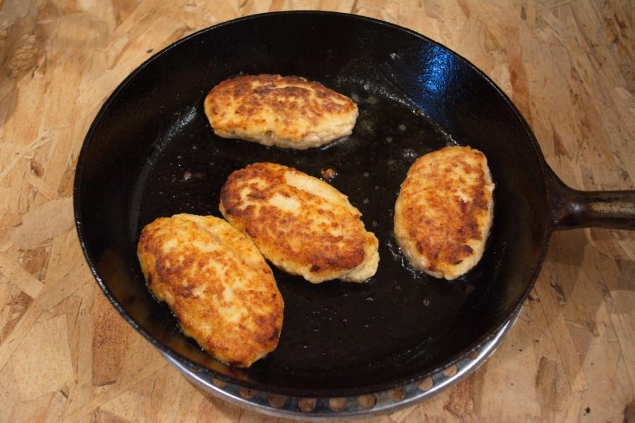 котлеты из фарша курицы в духовке рецепт