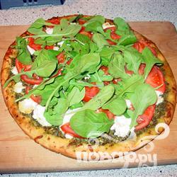 Рецепт Пицца с сыром из козьего молока и рукколой