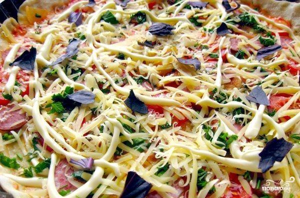 Пицца с копчёной колбаской - фото шаг 8