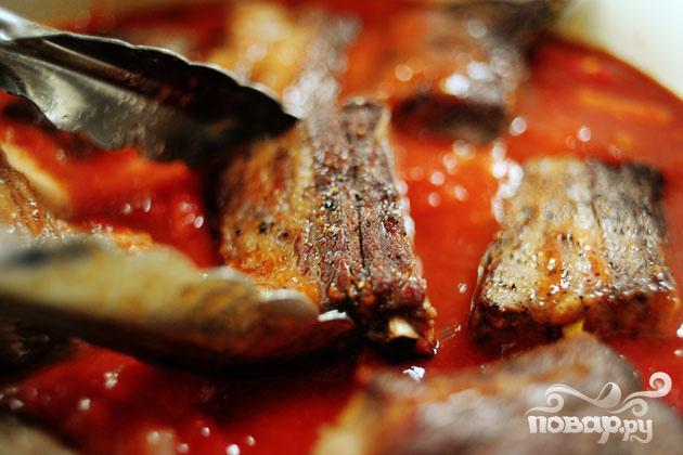 Говяжьи ребрышки в томатном соусе - фото шаг 2