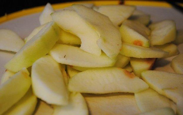 Пирог с яблоками в мультиварке - фото шаг 6