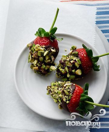 Рецепт Клубника в шоколаде с фисташками