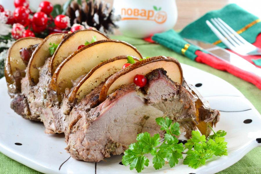 Ароматная свинина, запеченная с грушами
