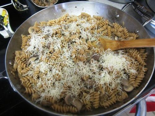 Жареные грибы с макаронами - фото шаг 12