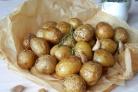 Картофель, запеченный с розмарином и чесноком