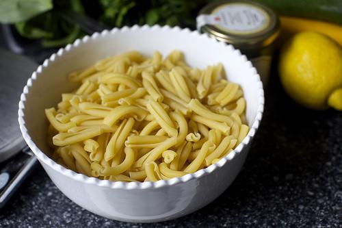 Салат из цукини и макарон - фото шаг 2