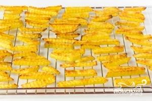 Картофель фри в духовке - фото шаг 6