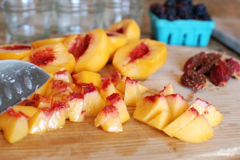 Рецепт Десерт из персиков и ежевики