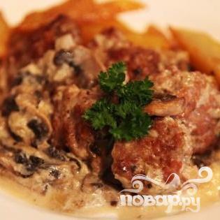 Тефтели с грибным соусом и картофелем по-деревенски - фото шаг 5