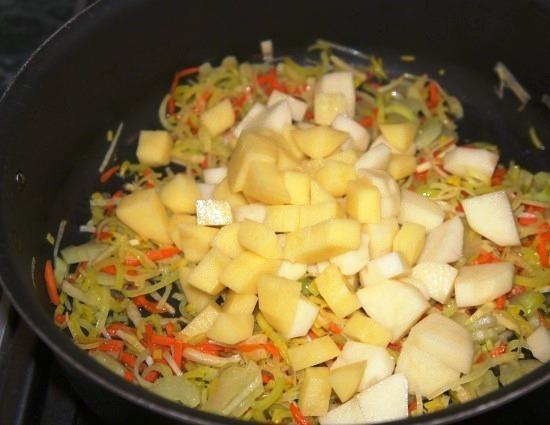 Простой суп на мясном бульоне - фото шаг 3