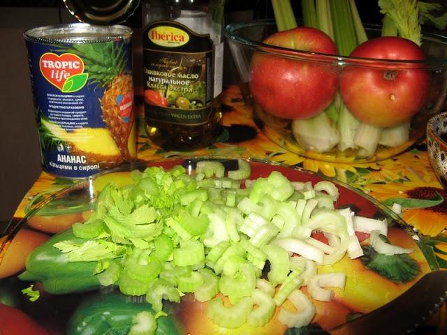 Рецепт Салат с сельдереем и с ананасом