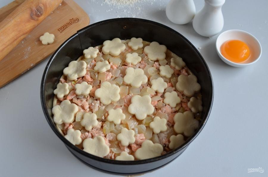 66 Пирог с семгой и сыром из слоеного теста рецепт