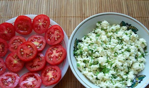 Пирожки с помидорами - фото шаг 1