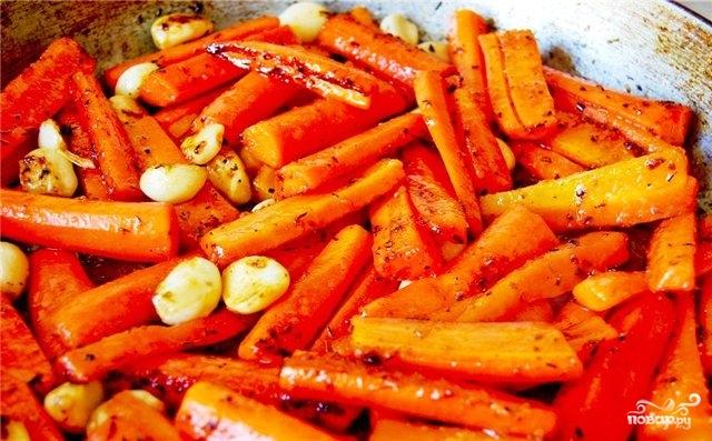 Свиная корейка на кости с морковью - фото шаг 12