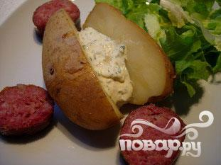Запеченный картофель с травяным соусом