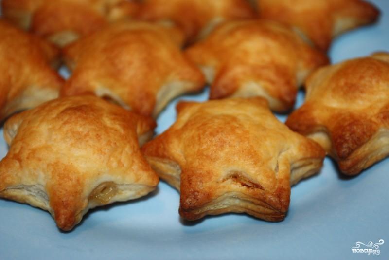 Пирожки с рыбой из слоеного теста