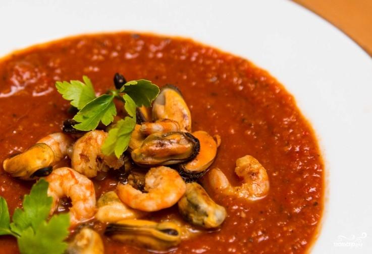 Итальянский томатный суп с морепродуктами