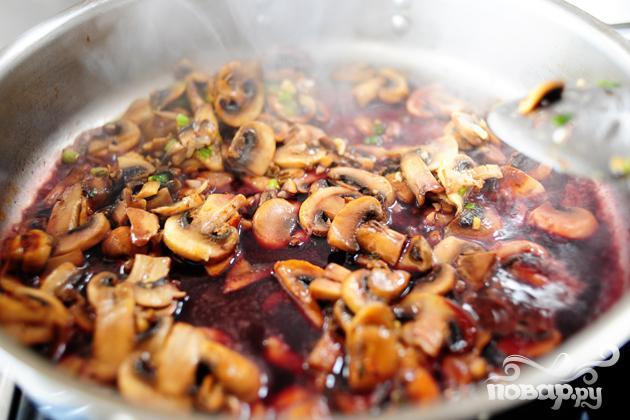 Бифштекс в грибном соусе - фото шаг 9