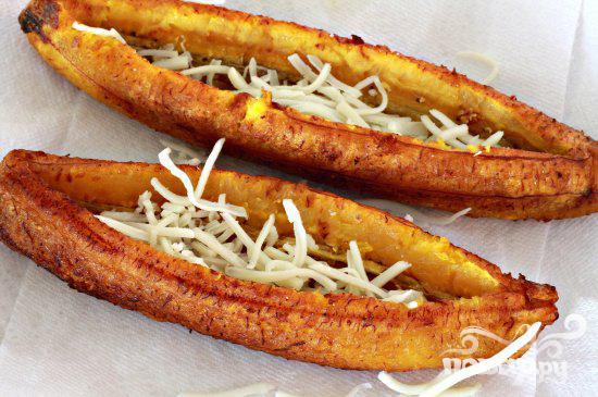 Лодочки из бананов с мясной начинкой - фото шаг 4