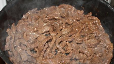 Тушеная телятина со сливками - фото шаг 7