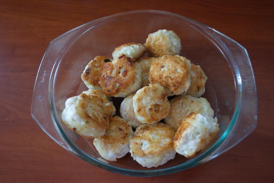 Тефтели в томатном соусе со сметаной - фото шаг 3