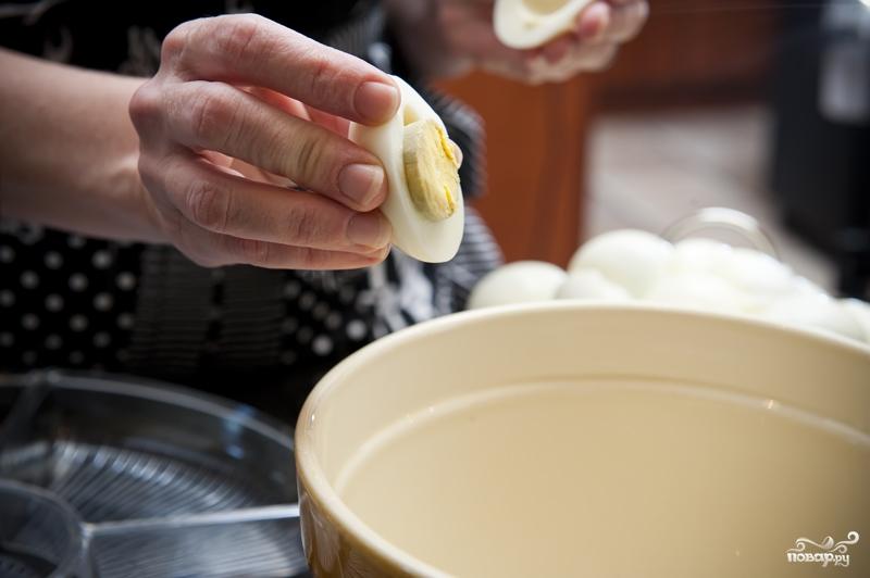 Яйца фаршированные желтком - фото шаг 2