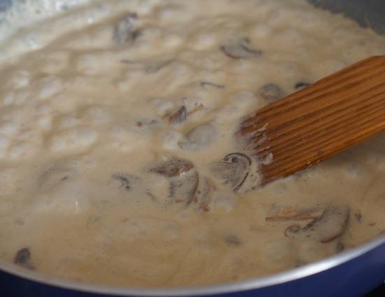 Паста с белыми грибами в сливочном соусе - фото шаг 2