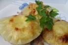 Мясо с ананасом и сыром в духовке