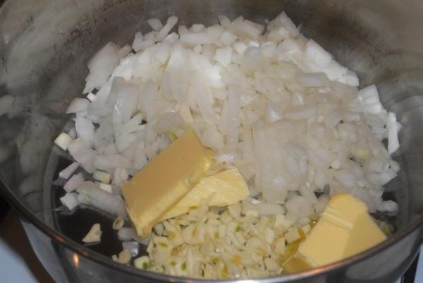 Говядина с грибами в сливочном соусе - фото шаг 2