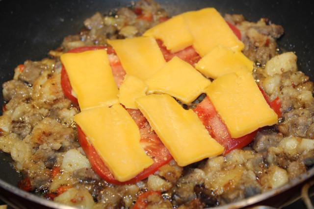Говядина с помидорами и сыром - фото шаг 5