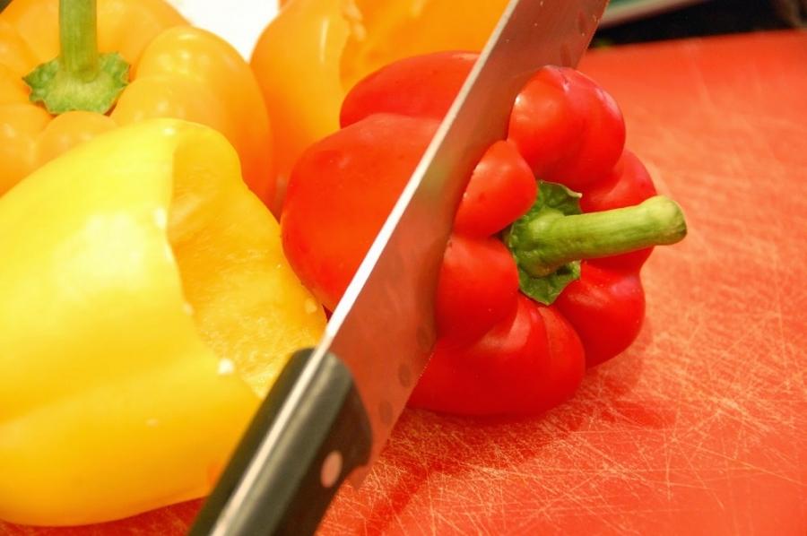 Перчик, фаршированный тушеными овощами - фото шаг 4