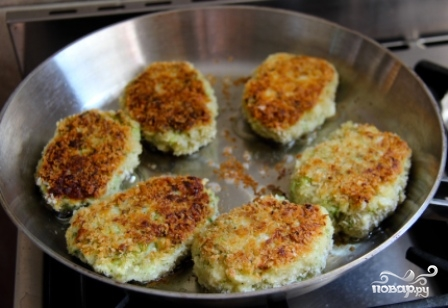 Котлеты из брокколи и картофеля - фото шаг 6