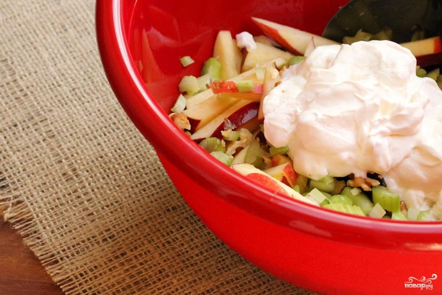 Салат из свежих яблок - фото шаг 8