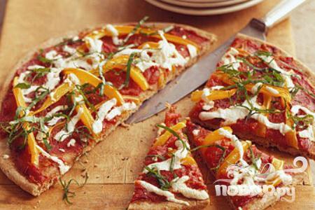 Рецепт Пицца с моцареллой, болгарским перцем и томатным соусом