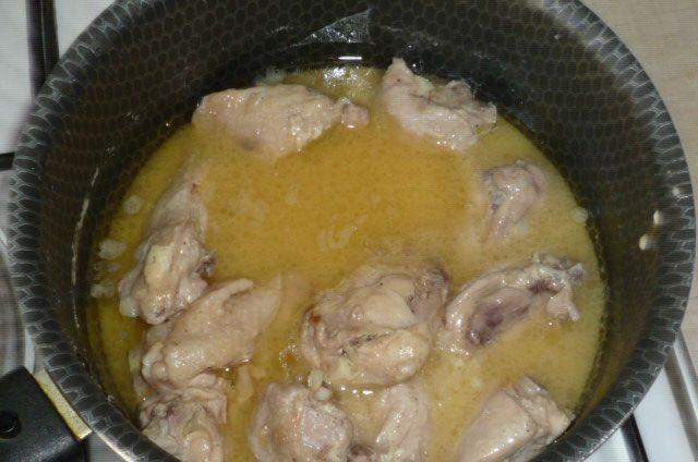 Курица тушеная в сметане - фото шаг 5